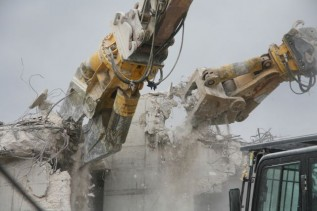 CC 6000 U (left) and CC 3300 B (box shape) in hospital demolition.